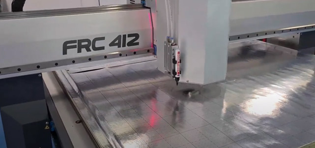Cortando-Panel-URSA-con-FRC412